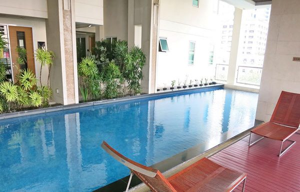 Baan-Siri-Silom-Bangkok-condo-for-sale-swimming-pool-8