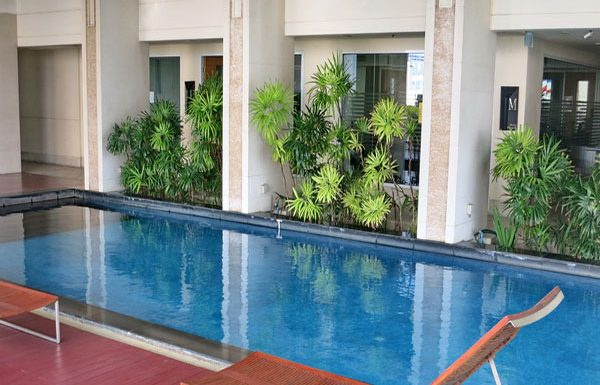 Baan-Siri-Silom-Bangkok-condo-for-sale-swimming-pool-9
